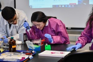 Students in a science classroom at WSU Tri-Cities