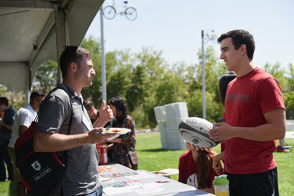 Two student talking together during New Student Orientation