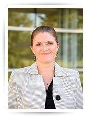 Headshot of Tracey Hanshew