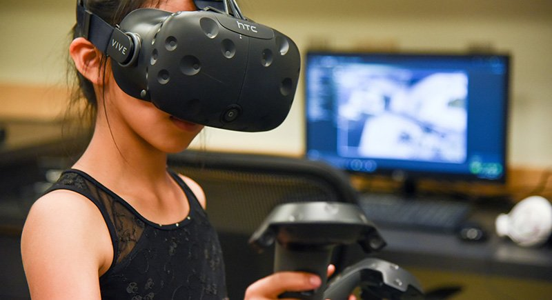 A k-12 student uses a virtual reality device at WSU Tri-Cities