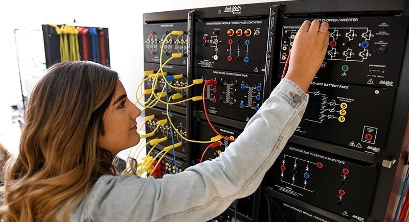 Estudiante de ingeniería de WSU Tri-Cities Cynthia Castillo